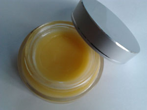 honey for chapped lips