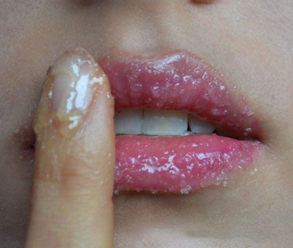 how to make honey lip scrub